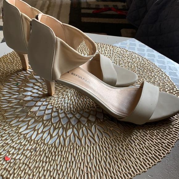 Women's short heeled dress shoes